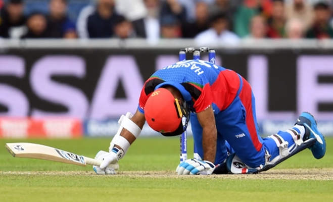 icc world cup 2019 : मां के लिए सिर पर बाउंसर लगने के बावजूद खेलता रहा अफगानी