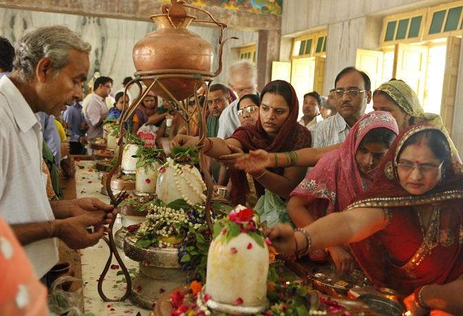 भगवान शिव को अर्पित करें ये 10 चीजें, पूरी होंगी आपकी सभी मनोकामनाएं
