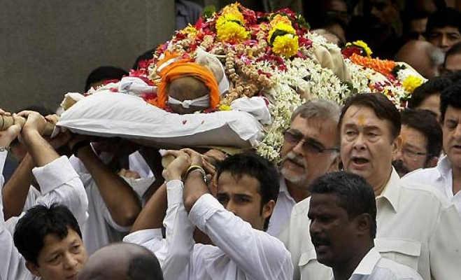 शशि कपूर क्यों लिपटे थे तिरंगे में ? जानें भारत में किन्हें मिलता है राजकीय सम्मान