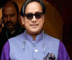 लोकसभा चुनाव 2019 : शशि थरूर तिरुवनंतपुरम से लड़ेंगे चुनाव, कांग्रेस ने जारी की 27 उम्मीदवारों की चौथी सूची
