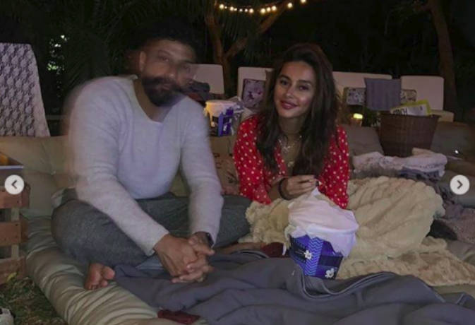 फरहान अख्तर संग रिलेशनशिप पर गर्लफ्रेंड शिबानी दांडेकर ने तोड़ी चुप्पी,कहा 'कुछ फील नहीं करती'