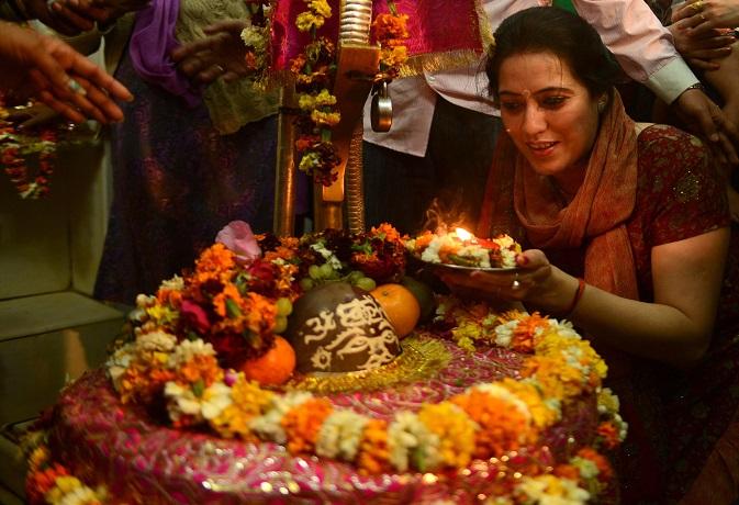 सावन विशेष: चौथे सोमवार करें शिव-गौरी का पूजन,गाड़ी-घर का सपना होगा पूरा