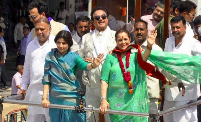 लोकसभा चुनाव 2019 : सपा की पूनम के नामांकन में कांग्रेस के 'शॉटगन',डिंपल यादव भी रहीं मौजूद