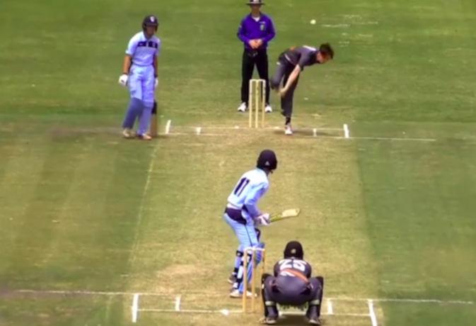 कौन है ये अनोखा बल्लेबाज, जिसने एक आेवर में एक ही तरह से मारे 6 छक्के