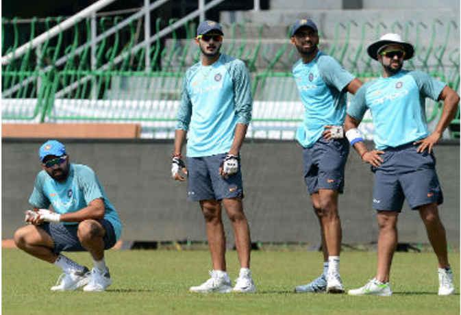 श्रीलंका में फेसबुक, व्हॉट्सएप चलाने को तरस रहे भारतीय खिलाड़ी, जानिए क्या है वजह