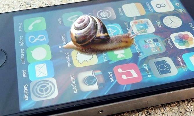 ऐपल वाले पुराना iphone स्लो कर देते हैं, ताकि लोग नया फोन खरीदें? इससे नाराज लोगों ने कंपनी पर ठोके 8 मुकदमे