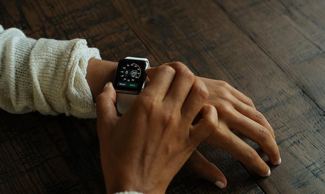 बिना मोबाइल नेटवर्क के ऐपल वॉच वॉकी-टॉकी की तरह कराएगी बात,जल्द होने वाला है यह कमाल