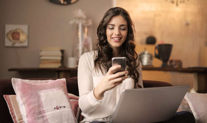 स्मार्टफोन चार्ज करते वक्त इन बातों का रखें ख्याल, कहीं हो न जाए धमाका!