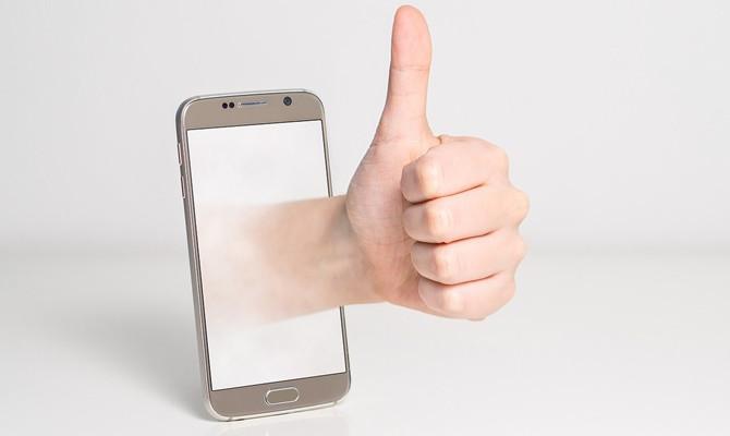 स्मार्टफोन की स्क्रीन कर रही है ब्लिंक या हो गया है ब्लैक आउट, बिना खर्च के ऐसे करिए ठीक