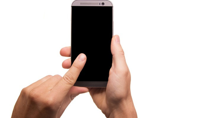 स्मार्टफोन की स्क्रीन कर रही है ब्लिंक या हो गया है ब्लैक आउट,बिना खर्च के ऐसे करिए ठीक