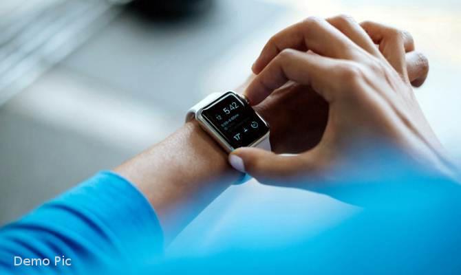 यह स्मार्टवॉच आपके हाथ को बदल देगी टचस्क्रीन में, फिर होगा ये कमाल!