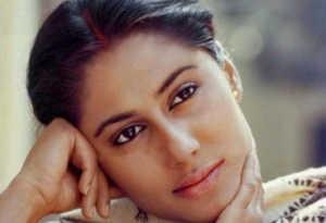 स्मिता पाटिल पुण्यतिथि: टीवी एंकर से बनीं एक्टर, महज 31 की उम्र में इस वजह से चल बसीं