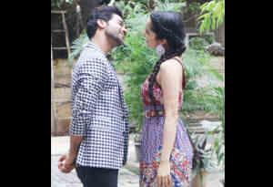 तस्वीरें : 'स्त्री' स्टार्स राज कुमार और श्रद्धा कपूर दिखे एक दूसरे को प्यार से निहारते, क्या है ये मामला