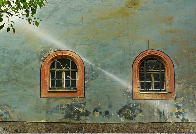 वास्तु टिप्स: सौभाग्य चाहते हैं तो घर में इस दिशा में ना बनवाएं खिड़कियां