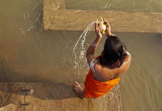 सूर्य देव को जल अर्पण करने के हैं बड़े फायदे,किसी चीज की नहीं रहेगी कमी,जानें विधि