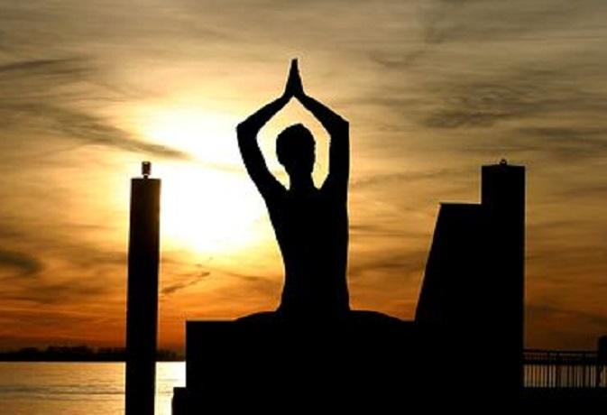 सूर्य देव के मंत्रों का करें जाप, जीवन में मिलेगी सफलता और शांति