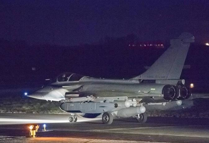 सीरिया पर बरसीं अमरीकी मिसाइलें, ब्रिटेन व फ्रांस का भी मिला साथ