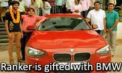 JEE Advance में स्टूडेंट लाया शानदार रैंक, तो इंस्टीट्यूट ने गिफ्ट में दे दी BMW कार