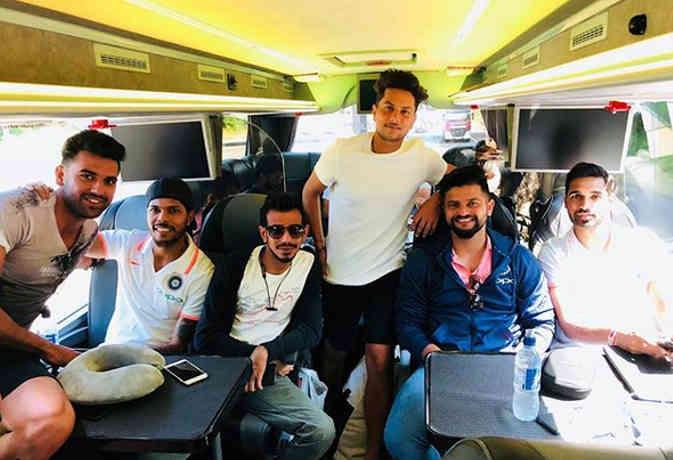 बस में बैठकर दूसरा मैच खेलने जा रही टीम इंडिया, देखिए खिलाड़ियों ने रास्ते में क्या-क्या किया