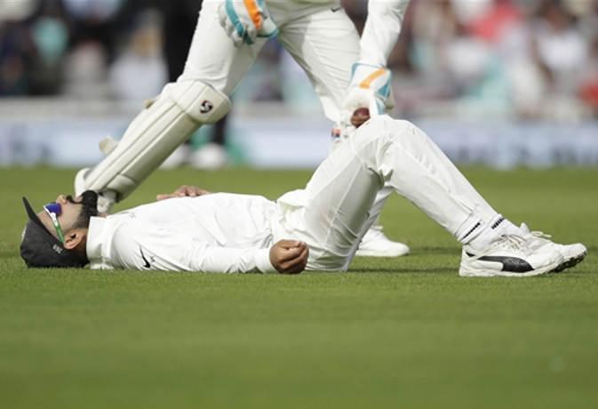 एक सीरीज हार ने भारतीय खिलाड़ियों को बिठा दिया जमीन पर, देखें हार को बयां करती 5 तस्वीरें