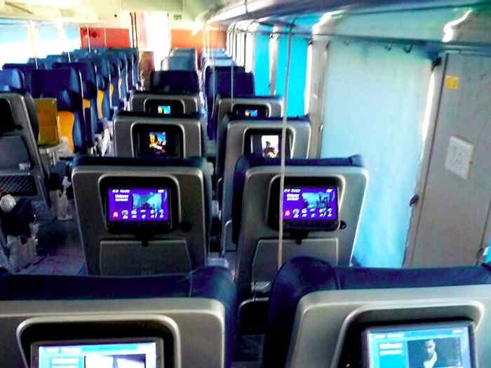 दिवाली पर तेजस में सफर के किए देना होगा हवाई जहाज का किराया,बुकिंग के लिए डायनमिक फेयर सिस्टम