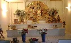 वास्तुशास्त्र : मंदिर में आमने-सामने न रखें मूर्तियां, घर में नहीं रहती शांति