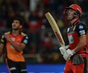 IPL में इन 5 टीमों के कुल स्कोर से ज्यादा रन इस गेंदबाज ने 4 ओवर में बनवा दिए