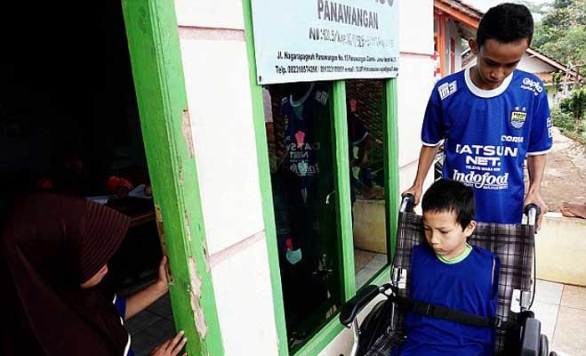 वीडियो गेम खेलने का लती है बिना हाथ पैर वाला बच्चा