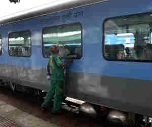 सेटेलाइट से जुड़े ट्रेन के इंजन, इसरो दे रहा रियल टाइम लोकेशन