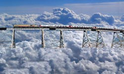 यहां बादलों के बीच से होकर जाती है ट्रेन