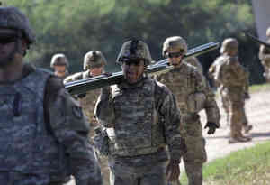 मैक्सिको बॉर्डर पर प्रवासियों को रोकने के लिए इस सप्ताह के अंत तक तैनात हो जाएंगे 7000 से अधिक अमेरिकी सैनिक