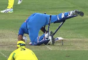 स्टंप्स पर गिर पड़े शतकवीर रोहित शर्मा, ट्वटिर पर यूं उड़ा मजाक