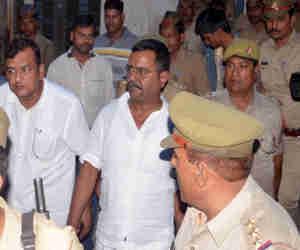उन्नाव कांड: पीडि़ता के चाचा ने CBI को सौंपी अतुल सिंह सेंगर के हथियारों की तस्वीर