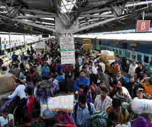 यूपी-100 से जुड़ते ही तीन गुनी हो गई रेल पैसेंजर्स की शिकायतें