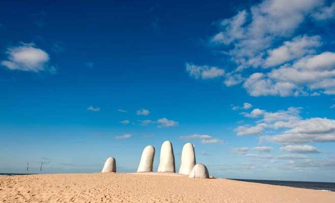 अटाकामा के रेगिस्तान में नजर आता है जमीन से निकलता हुआ हाथ