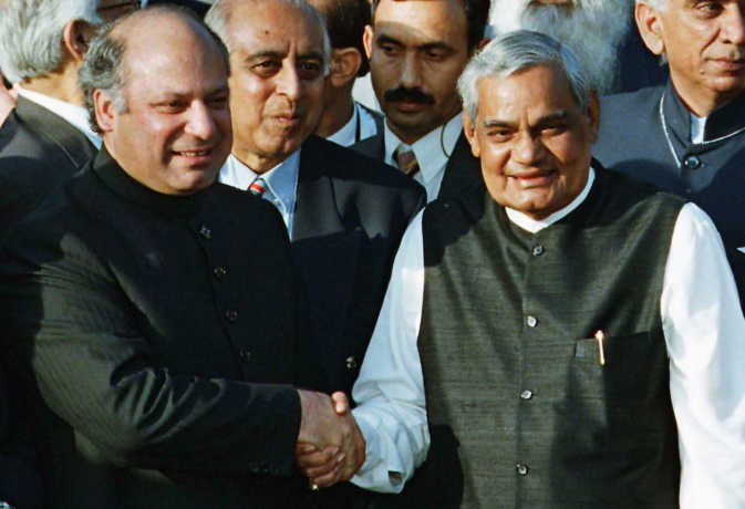 इमरान खान समेत कई पाक नेताओं ने अटल बिहारी वाजपेयी को किया याद