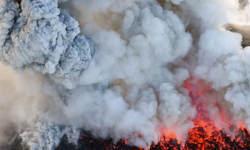 जापान में ज्वालामुखी विस्फोट, हजारों मीटर आसमान में धुंए और धूल के बादल से दर्जनों उड़ानें रद