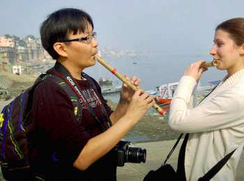 चीन-अमेरिका से दोस्ती का असर बनारस में आ रहा नजर, बड़ी संख्या में टूरिस्ट आ रहे बनारस