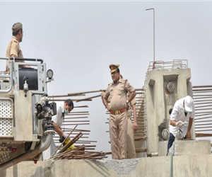 वाराणसी पुल हादसा : उच्चस्तरीय जांच में पुलिस अफसरों को राहत