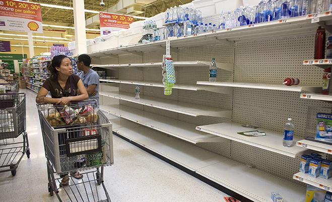 आर्थिक रूप से खस्ताहाल वेनेजुएला में भूख के मारे लोगों ने लूट ली दुकानें और कर लिया 300 जानवरों का शिकार
