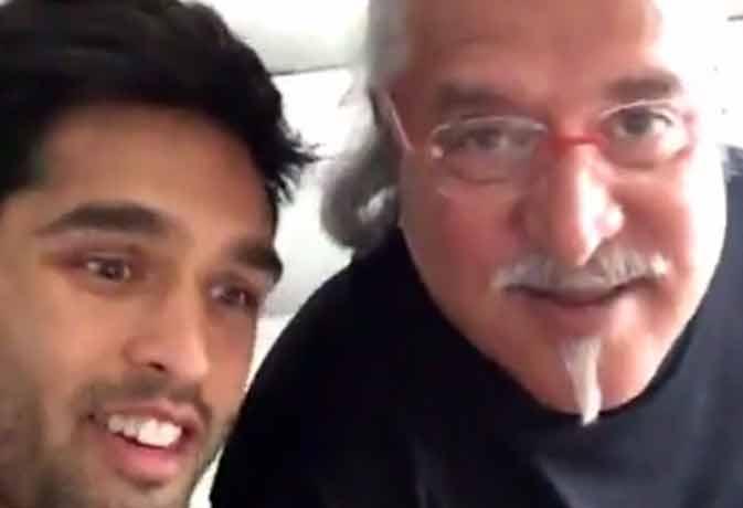 बेटे के साथ IPL-9 देख रहे विजय माल्या ने ऐसे RCB को किया चियरअप, वीडियो वायरल