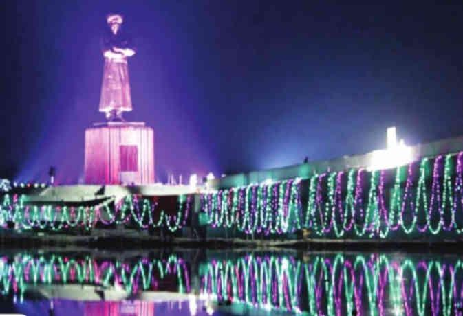 Swami Vivekananda Jayanti 2019: यहां लगी देश में सबसे ऊंची स्वामीजी की प्रतिमा
