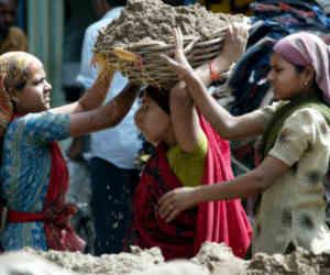 भारत में न्यूनतम वेतन से कम मिल रही सैलरी, सख्ती से लागू हो वेतन कानून : ILO