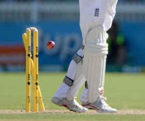 उंगली न होने के बावजूद इस मशहूर गेंदबाज ने चटकाए 789 विकेट