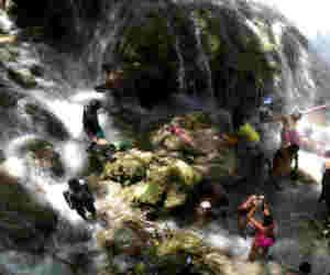 जम्मू-कश्मीर :  सिआर बाबा झरने में पत्थर गिरने से सात की मौत, 33  लोग हुए घायल