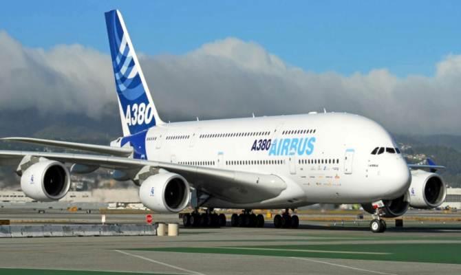 हवाई जहाज सफेद ही क्यों होते हैं? वजह हैं इतनी सारी, जो हमने भी नहीं सोची थीं