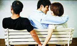 शादी के 18 साल बाद पति व बच्चों को छोड़ प्रेमी संग भागी महिला