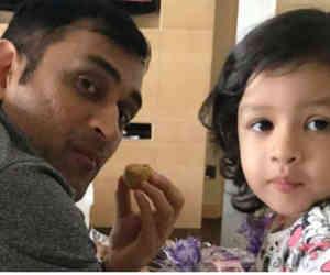 भारत-आयरलैंड मैच में चियरलीडर बनी धोनी की बेटी, सामने आया वीडियो