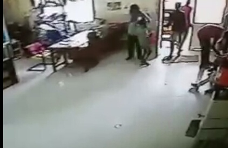 MP News 11 year old child stole Rs 10 lakh from bank in 17 seconds