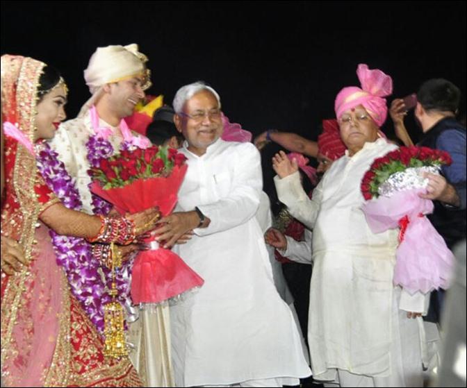 Image result for तेजप्रताप की शादी में खाने की लूट